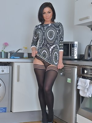 Hot steamy British mom feelin a bit frisky
